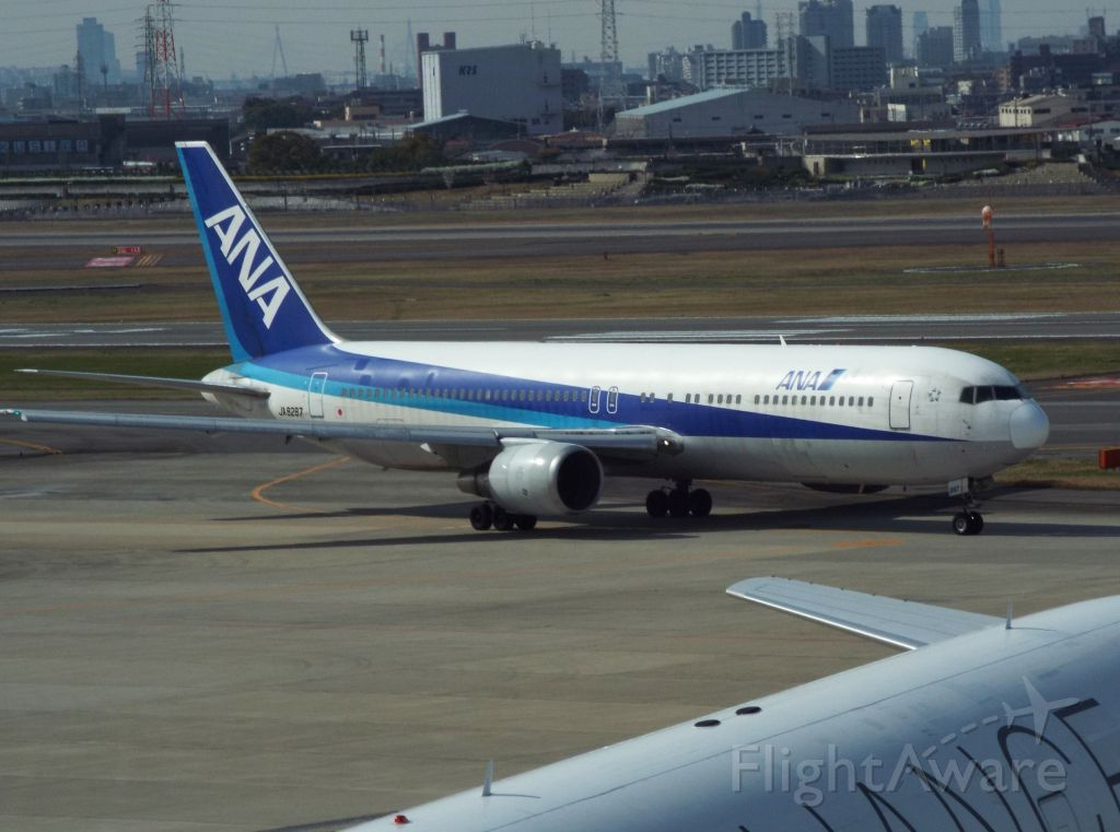 BOEING 767-300 (JA8287)