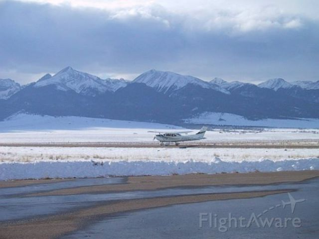 Cessna Skylane (N10662) - Taking off after Christmas 2009 from Silver West Airport, Westcliffe, CO.