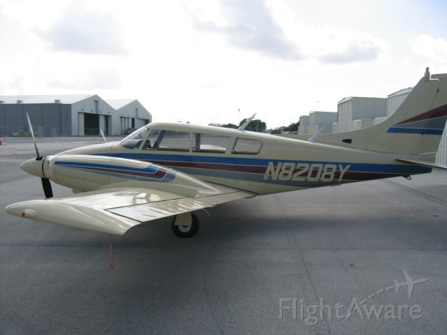 Piper PA-30 Twin Comanche (N8208Y) - STOL kit with drooping airerons