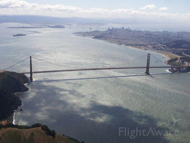 Cessna Skyhawk (N13077) - Golden Gate