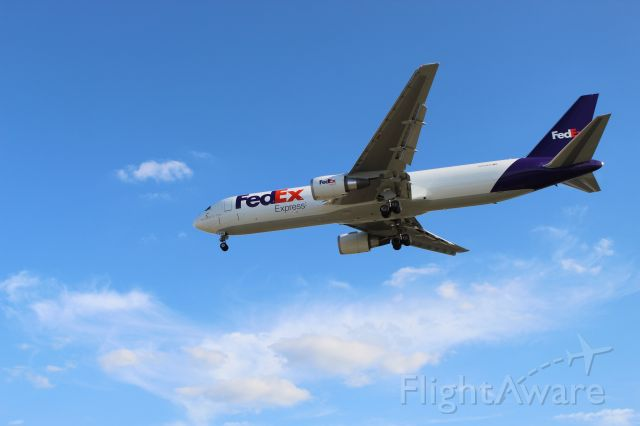 BOEING 767-300 (N165FE) - Landing on 10C from Fort Worth