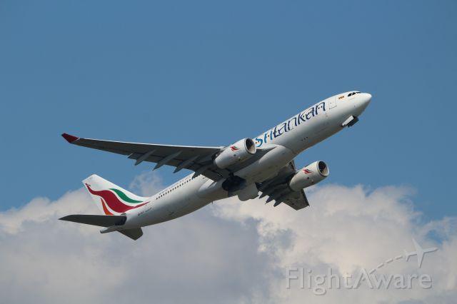 Airbus A330-200 (4L-ALJ)
