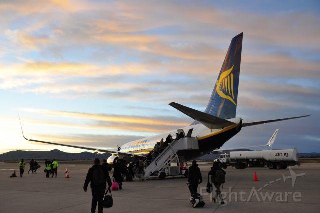 Boeing 737-800 (EI-ESN) - Ryanair Boeing 737-8AS(WL) EI-ESN boarding in Fez