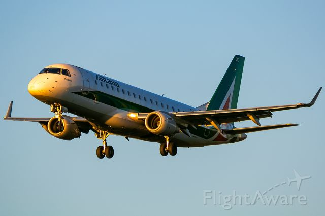 EMBRAER 175 (long wing) (EI-RDE)