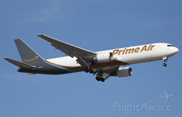 BOEING 767-300 (N313AZ) - Prime Air