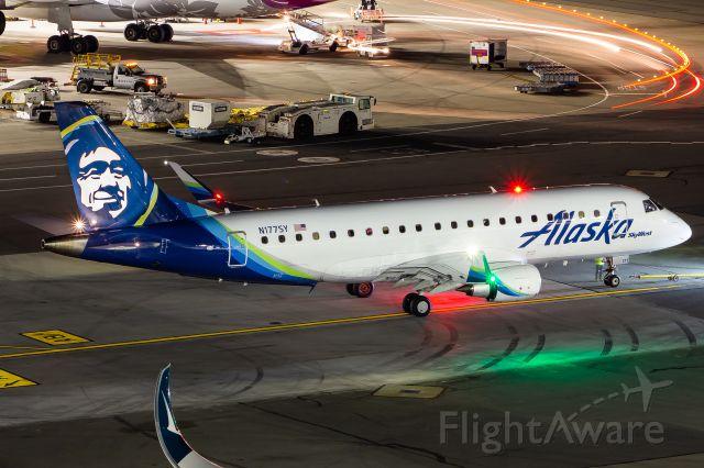 Embraer 175 (N177SY)