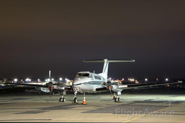 Beechcraft Super King Air 200 (N346BA) - N346BA  Beechcraft B200 King Air KFDK  20111203