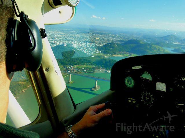 Cessna Skyhawk (PT-JTK) - CESSNA 172 FLYING IN VILA VELHA-ES, BRAZIL.