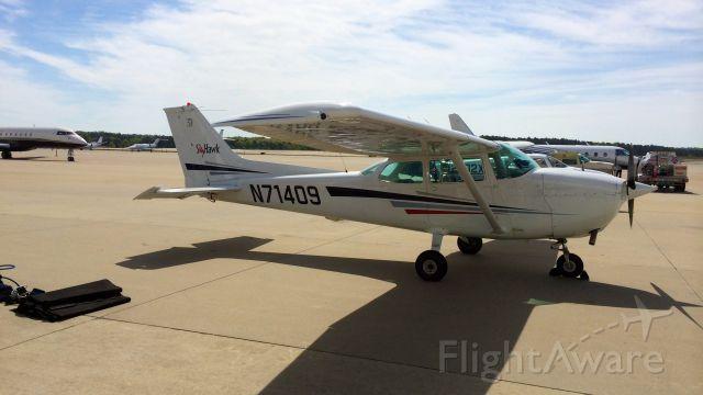 Cessna Skyhawk (N71409)