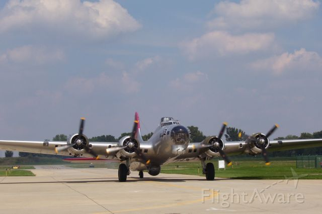 Boeing B-17 Flying Fortress — - What a Beautiful and powerful airplane