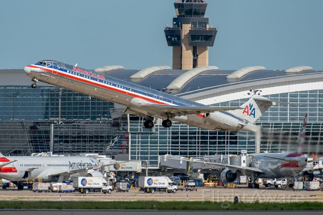 McDonnell Douglas MD-83 (N9615W)