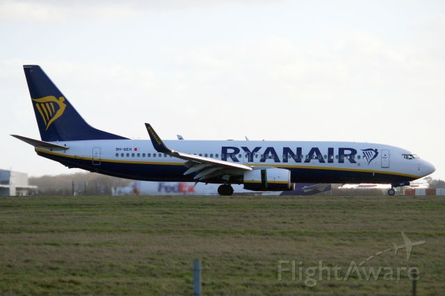Boeing 737-800 (9H-QEH) - Landing on rwy 22 on 1-Feb-20 operating flight RYR9773 from EDSB.