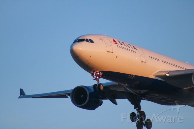 Airbus A330-200 (N857NW)