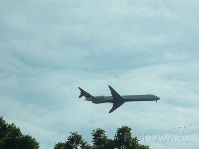 McDonnell Douglas MD-88 — - Delta Airlines MD88 landing at Ronald Reagan National.