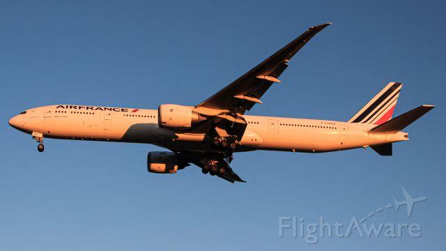 BOEING 777-300 (F-GZNA)