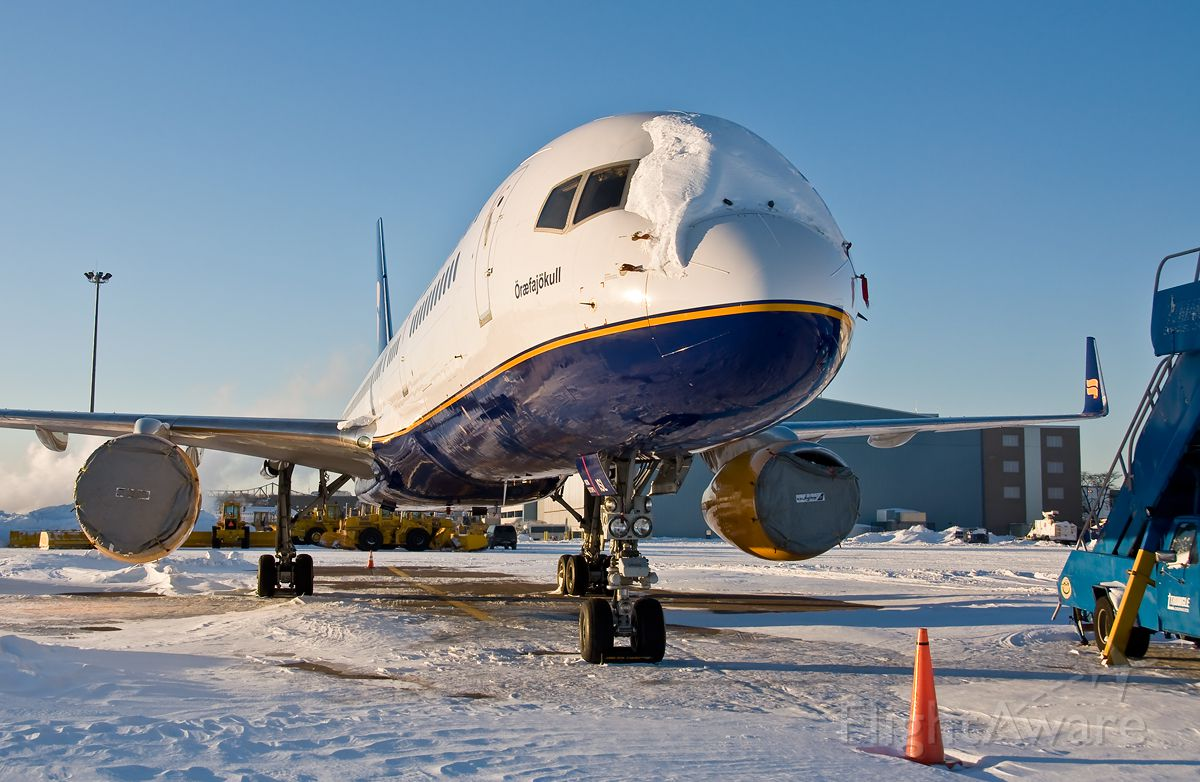 Boeing 757-200 (TF-ISL) - In the snow and Ice @ KBOS Logan