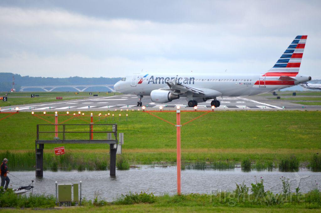 Airbus A320 (N122US)