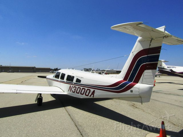 Piper Lance 2 (N3000A) - On the ramp
