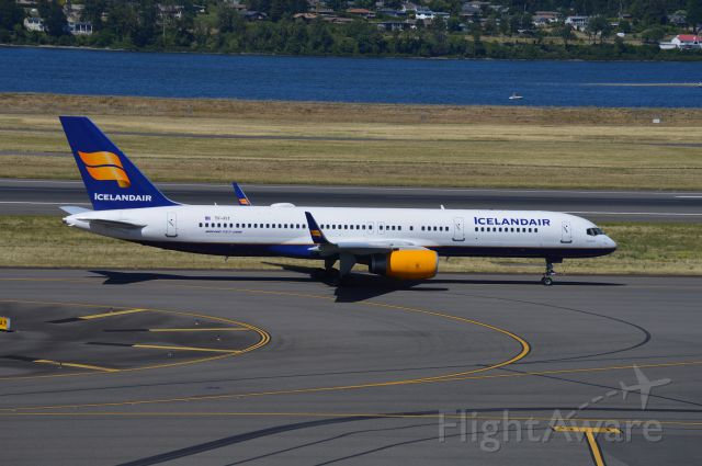 Boeing 757-200 (TF-FIT) - ICE664 taxiing for departure.
