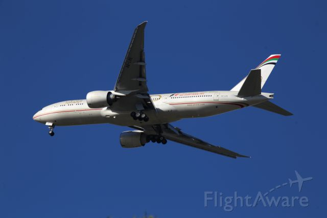 BOEING 777-200LR (A6-LRE)