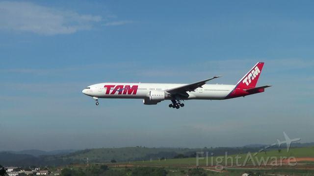 BOEING 777-300ER (PT-MUG)