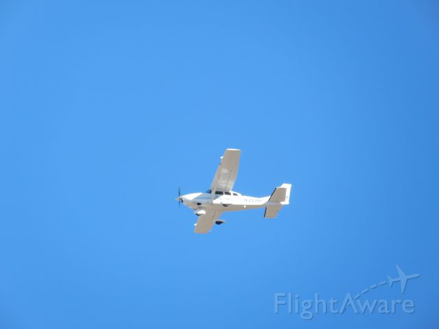Cessna T206 Turbo Stationair (N3531H) - it flew close to my house; i had my camera handy and took the shot; near E25.
