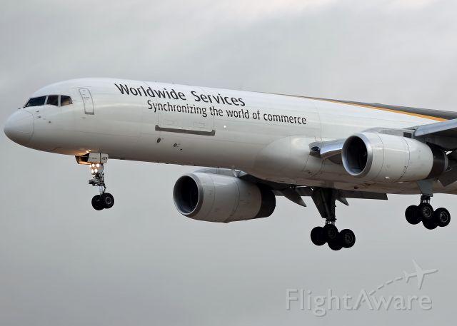 Boeing 757-200 (N439UP)