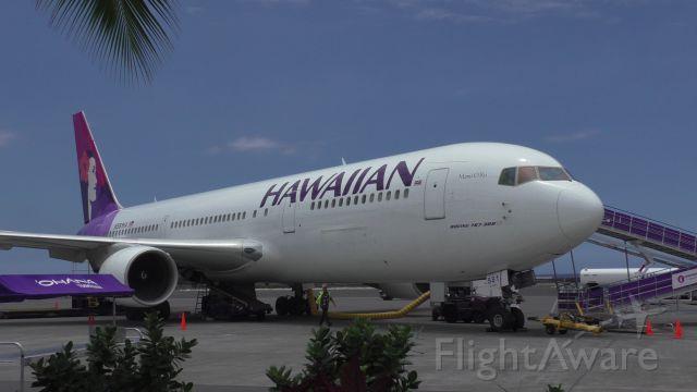 BOEING 767-300 (N581HA) - Kona Airport Hawaiian 62 KOA - LAX delayed awaiting spare part being flown in from HNL