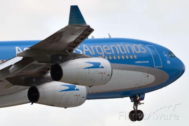 Airbus A340-300 (LV-CSD)