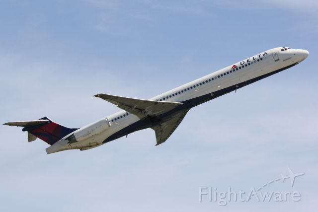 McDonnell Douglas MD-88 (N982DL) - Delta Flight 2171 (N982DL) departs Sarasota-Bradenton International Airport enroute to Hartsfield-Jackson Atlanta International Airport