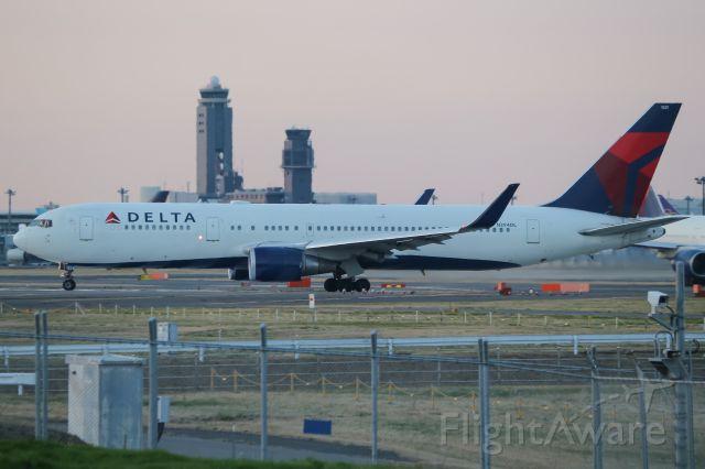 BOEING 767-300 (N394DL)
