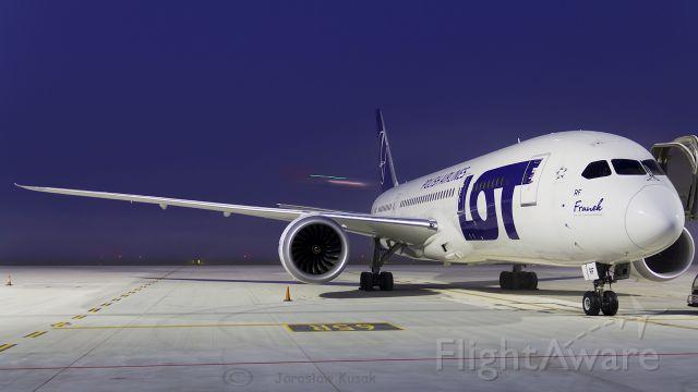 Boeing 787-8 (SP-LRF)