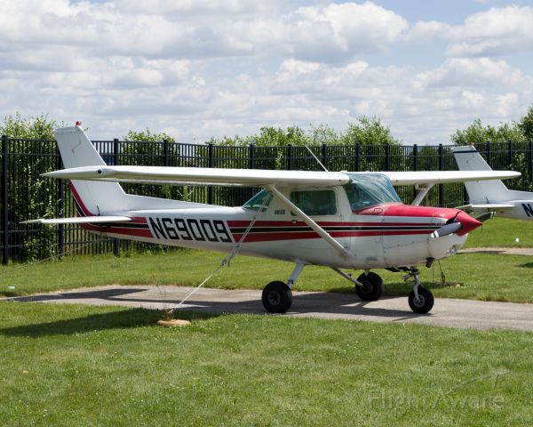 Cessna 152 (N69009)