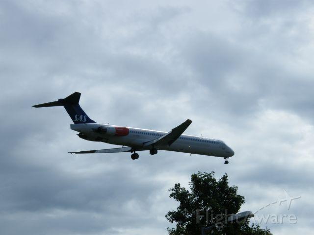 McDonnell Douglas MD-82 (LN-RMM) - LN-RMM MD82 CN 53005/1855  OF SAS ARR LHR 13-07-2008