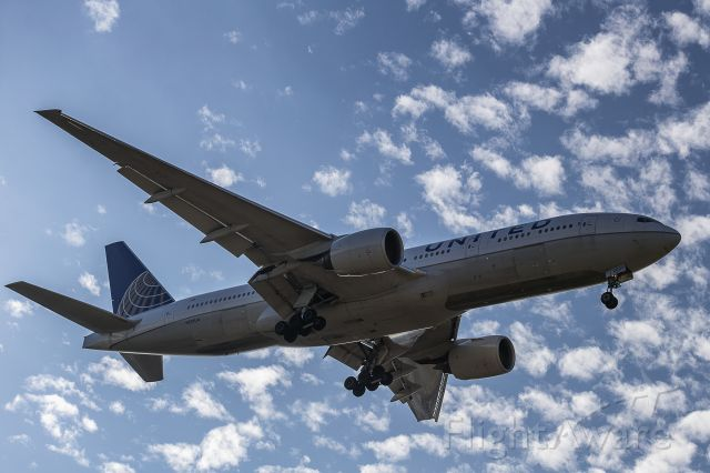 Boeing 777 (N229UA)