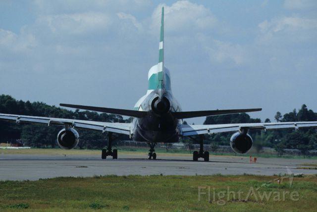 Lockheed L-1011 TriStar (VR-HOA) - Departure at Narita Intl Airport Rwy16R on 1995/09/09