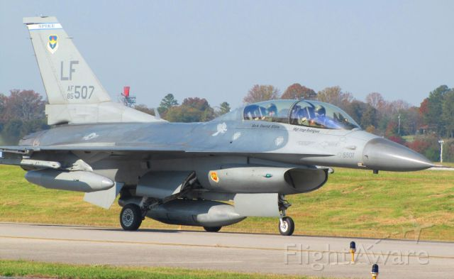 Lockheed F-16 Fighting Falcon — - In Knoxville to perform the flyover for the University of Tennessee homecoming football game.
