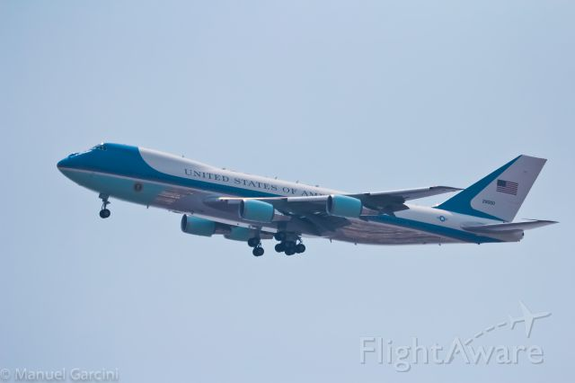 Boeing 747-200 (N29000) - IN FINAL APROACH TO 05R