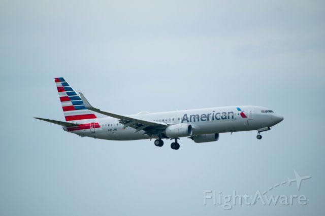 Boeing 737-800 (N896NN) - landing 18R