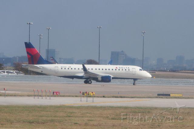 Embraer ERJ-190 (N251SY)