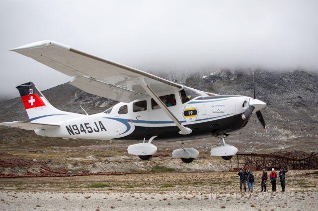 Cessna 206 Stationair (N945JA) - landing in Bluie East 2 near BGGK, Greenland Air Trophy 2019, picture credit by Didier de Broux