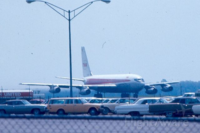 Boeing 720 — - TWA Boeing 720 taxis to runway 15 at KBWI Circa 1965-70.  Sory about the lamp pole, couldn