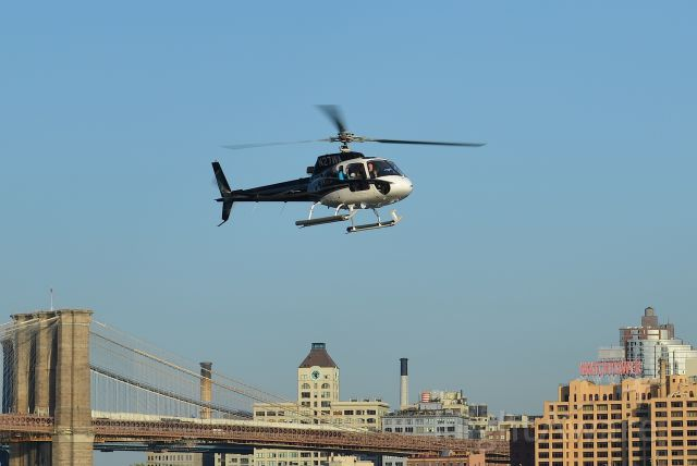 N27WA — - N27WA approaching Downtown Manhattan/Wall St Heliport (JRB / KJRB) after a sightseeing tour of New York City. Please look for more photos at Opshots.net