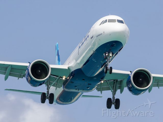 Airbus A321neo (N2002J) - On short final approach.