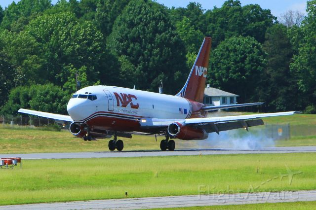 Boeing 737-200 (NAC883)