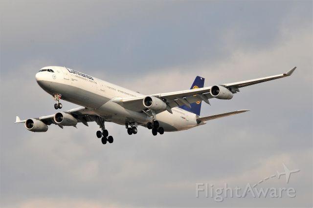 Airbus A340-200 (D-AIGM)