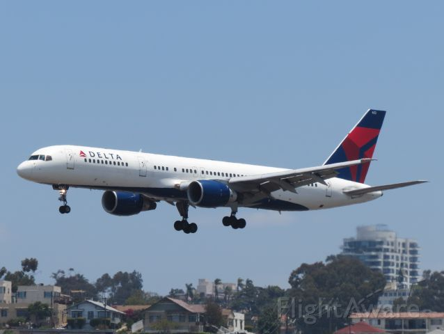 Boeing 757-200 (N633DL) - A slightly heat-distorted Delta 757-200 comes in for a landing at SAN. It will be a sad day to see the 757 go, as there will not be a true replacement for it (at least not yet).