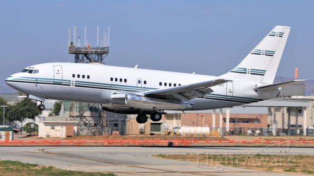 Boeing 737-200 (N370BC) - A Dallas-based privately operated 737-200 Advanced arrives into Van Nuys.