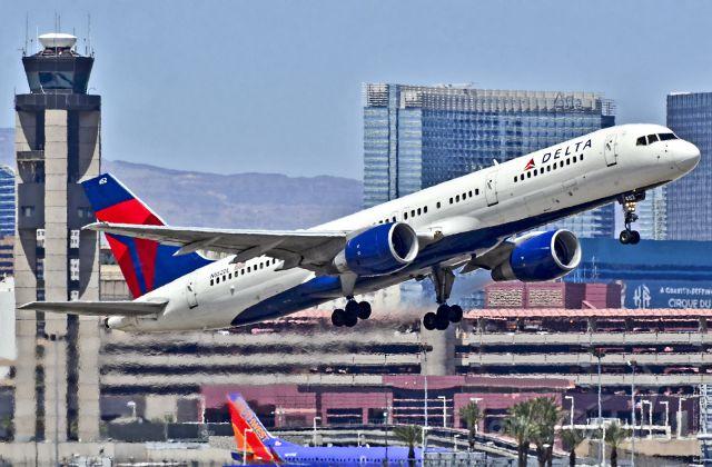 Boeing 757-200 (N652DL) - <br />N652DL Delta Air Lines Boeing 757-232 (cn 24392/239)<br /><br />Las Vegas - McCarran International (LAS / KLAS)<br />USA - Nevada, May 02, 2013<br />Photo: Tomás Del Coro