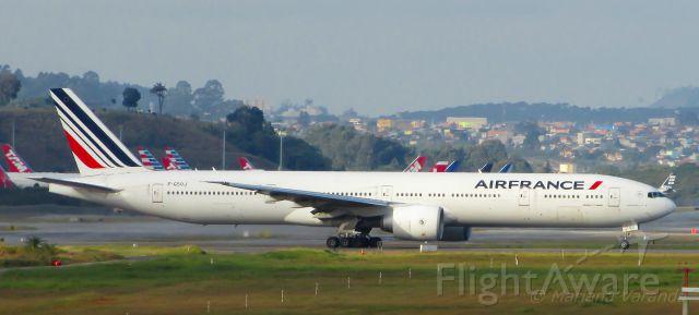 BOEING 777-300 (F-GSQJ)